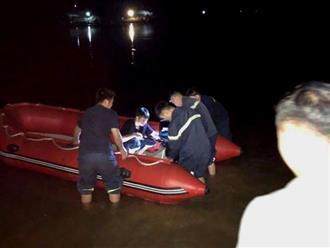 Nữ sinh lớp 8 ở Nghệ An để lại dép trên cầu, nhảy xuống sông trong đêm