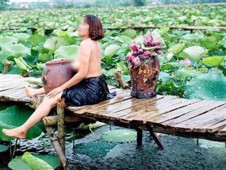 Lại xuất hiện 'bà ngoại' ngực xệ, cởi trần ôm chiếc lu bên hồ sen khiến dân mạng hoảng hốt