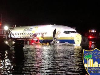 Máy bay chở 142 hành khách từ Cuba sang Mỹ lao xuống sông