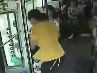 Người phụ nữ bất ngờ nhảy xuống khỏi xe buýt đang chạy, tử vong tại chỗ