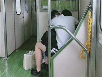Đôi nam nữ 'mây mưa' nơi công cộng, khi rời đi còn bỏ lại thứ gây sốc