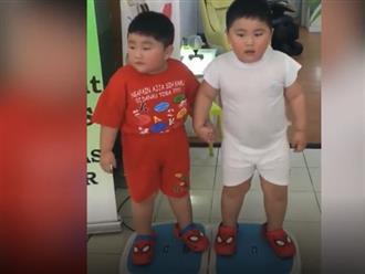 Cười sái cả quai hàm với hai nhóc siêu quậy này