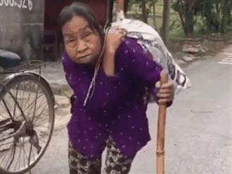 Rơi nước mắt clip cụ bà cõng bao quần áo cũ và mì tôm gửi xe ủng hộ miền Trung