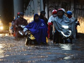 Sài Gòn ngập trong biển nước do ảnh hưởng của cơn bão số 9