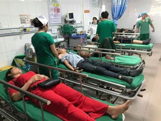 Tai nạn kinh hoàng ở Nghệ An giữa xe du lịch và container: 15 người thương vong