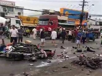 Hiện trường kinh hoàng vụ container tông hàng chục xe máy dừng đèn đỏ ở Long An khiến nhiều người thương vong