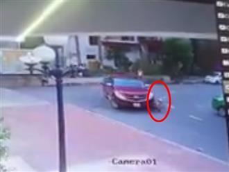 Xe bán tải bất cẩn cán qua người bé trai 8 tuổi ở Hải Phòng