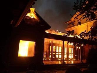 Thắp hương ngày mùng 4 Tết, căn nhà gỗ quý tiền tỷ bị thiêu rụi