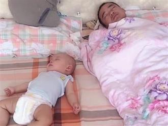 Thấy chồng ru con ngủ ngon lành khiến bà mẹ rất vui, nhưng khi nhìn lên điều hòa thì thái độ quay ngoắt nổi giận
