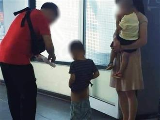 Vợ chồng trẻ để con tiểu bậy ở sân bay khiến cộng đồng mạng bức xúc