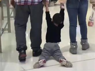 Bố mẹ đưa con đi chơi trung tâm thương mại nhưng nhìn kết quả ai cũng ngán ngẩm