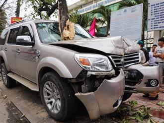 Đứng chờ xe về quê ăn Tết, bé 3 tuổi bị ô tô lao lên vỉa hè tông tử vong