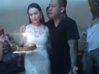 Tuấn Hưng buồn bã thổi nến sinh nhật bên vợ hotgirl sau khi liveconcert bị huỷ