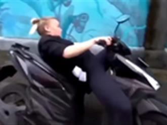Kết đắng của cô gái lái xe máy bằng chân