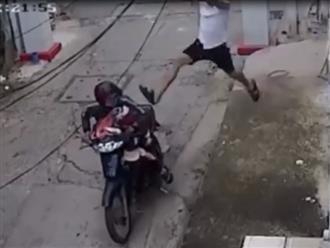 Vào xóm trọ trộm đồ lót, thanh niên biến thái bị 'nghiệp quật' không trượt phát nào khiến dân tình hả hê