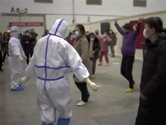 Clip xúc động: Bác sĩ cùng bệnh nhân nhiễm Covid-19 nhảy múa giữa tâm dịch Vũ Hán