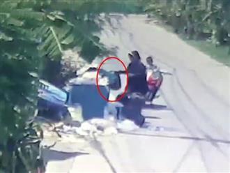 Bị mẹ vứt ra bãi rác, bé sơ sinh suýt chết khi phơi mình suốt 4 tiếng đồng hồ giữa trời nắng nóng