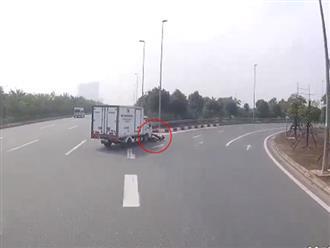 Xe tải ôm cua liều lĩnh, nam thanh niên chạy xe máy suýt mất mạng