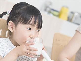 3 sai lầm khi cho con uống sữa 99% các bà mẹ mắc phải khiến sữa mất chất, hại cho sức khỏe của bé