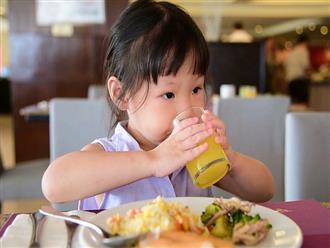 4 thực phẩm không nên cho trẻ ăn vào buổi tối sẽ gây hại dạ dày, khó tiêu, chậm lớn