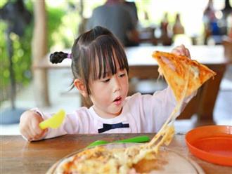 5 loại thực phẩm cực hại nếu cho con ăn trước khi ngủ: Mẹ đừng dại cho bé ăn mà rước bệnh