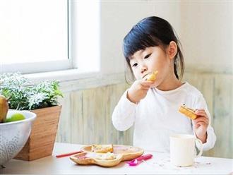 5 thực phẩm mẹ thường cho con ăn trước khi ngủ nhưng không hề hay biết sẽ khiến bé béo phì, tiểu đường