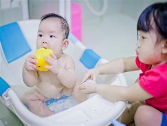 6 sai lầm mẹ Việt hay mắc khi tắm cho trẻ những ngày nắng nóng, số 5 phổ biến nhất