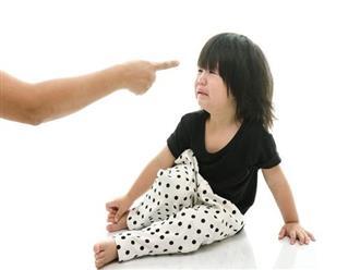 8 hành vi của bố mẹ góp sức tạo ra đứa con dốt