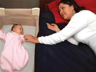 Ám ảnh với cảnh ông bố bế con bất động chạy tới phòng cấp cứu, bác sĩ nhi cảnh báo về việc ngủ chung giường với con