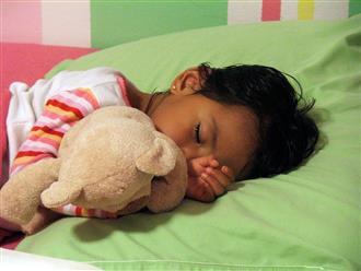 Bác sĩ tiết lộ: Trẻ ngủ đúng giờ này buổi tối, lớn lên thông minh và cao như siêu mẫu