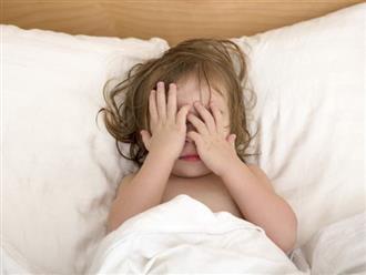 Bé 7 tuổi dậy thì sớm do bật đèn ngủ suốt 3 năm