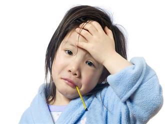 Bé gái 8 tháng tuổi sốt cao: Sai lầm của người lớn khiến con thiệt mạng, hối hận không kịp