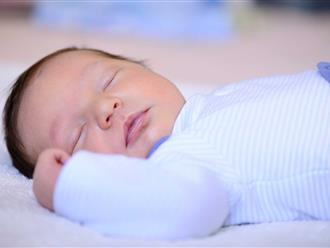 Bé sơ sinh 3 tháng suýt hỏng mắt chỉ vì bà nội nghe lời hàng xóm mách mẹo chăm cháu