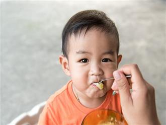 Bé trai 2 tuổi sùi bọt mép, ngưng thở sau ăn tối vì thứ mẹ Việt nào cũng mua để bồi bổ cho con