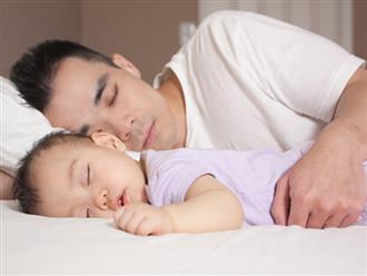 Bố mẹ không nên ngủ chung với trẻ sơ sinh