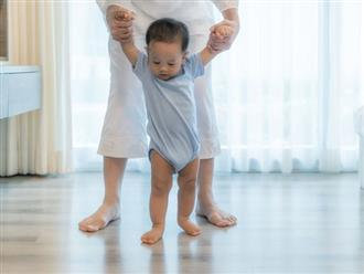 Các mẹ hoang mang trước thông tin trẻ biết đi sớm sẽ bị chân vòng kiềng phải bó bột chỉnh hình, bác sĩ Nhi khoa nói gì?