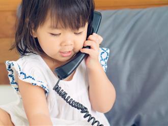 Cảnh báo: Bố mẹ cho con nghịch điện thoại từ bé, nguy cơ trẻ mắc ung thư càng cao