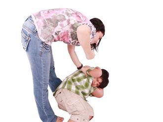 Cậu bé 6 tuổi xuất huyết não sau khi bị mẹ… tát: Cáu giận tới mấy cũng không đánh con ở vị trí này!