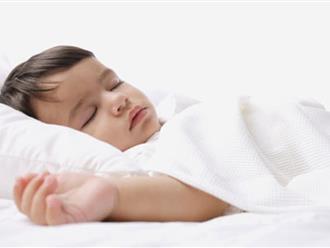 Chỉ cần nằm lòng 4 bí quyết này, bố mẹ sẽ rèn con ngủ ngoan ngay từ những tháng đầu đời