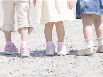 Chỉ mất vài giây để nhận biết chính xác trẻ có mắc tật chân vòng kiềng hay không và cách phòng tránh hiệu quả