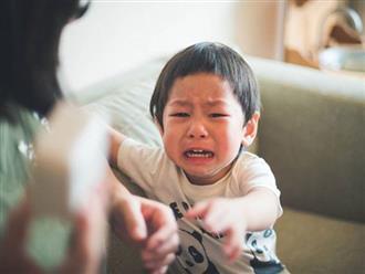 """Chiều theo hay cứng rắn – phương pháp nào cha mẹ nên áp dụng cho con đang """"khủng hoảng tuổi lên 3""""?"""
