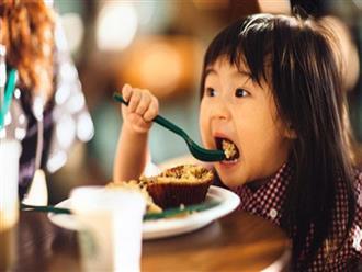 Cho con ăn 5 thực phẩm này trước khi đi ngủ sẽ khiến cả thể chất và não bộ của trẻ bị ảnh hưởng
