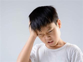 Chuyên gia cảnh báo: Mẹ nào cũng bảo con lắc đầu sau khi tắm để nước ra khỏi tai, việc làm này sẽ để lại 1 hậu quả nghiêm trọng