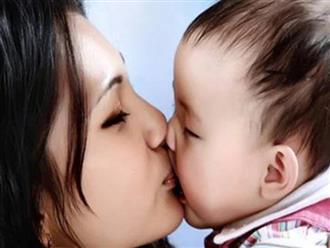 Có hay không việc trẻ nhiễm virus RSV qua nụ hôn của người lớn?