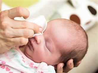 Con bị đau mắt không khỏi, mẹ bất ngờ được khuyên: Lè lưỡi liếm lúc sáng sớm chưa đánh răng