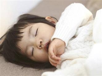 Con há miệng khi ngủ tưởng dễ thương nhưng tiềm ẩn điều nguy hiểm không ngờ