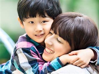 Con trai 4 tuổi hỏi: 'Sao bố lại ở trên mẹ', câu trả lời khiến nhiều người thích
