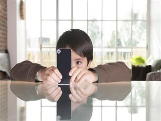 Dán mắt vào điện thoại 10 giờ mỗi ngày, cậu bé 9 tuổi đột nhiên bị lác mắt chỉ sau một kì nghỉ hè