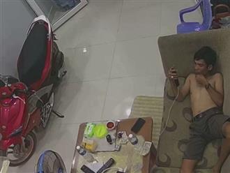 Đang nằm bấm điện thoại trên sofa, người đàn ông tháo chạy khi phát hiện 'có khói bốc lên cao'