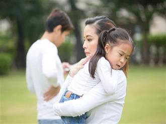 """Đằng sau người mẹ hay gắt gỏng, quát mắng con là một người cha """"vắng mặt"""""""